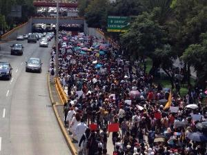 IPN students take over the Circuito Interior marching from the main campus to Casco San Tomás (the Superior Normal School Campus)
