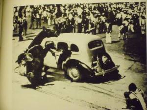 Mexico City cabbies vs. wannabe Übermensch, 1938.